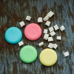 Värvinäidised vedela seebivärvi kasutamine valges seebimassis