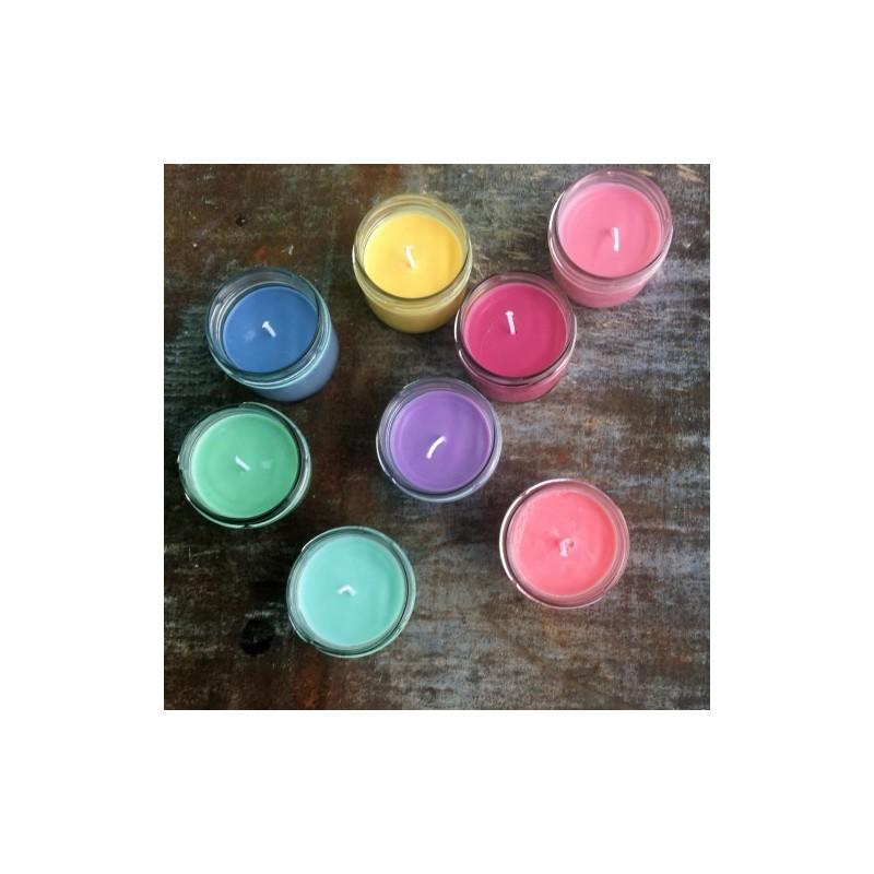 värvilised sojavahaküünlad